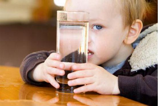 """搞定小宝贝喝水""""难""""迪虎餐饮具儿童保温杯为妈妈分忧"""