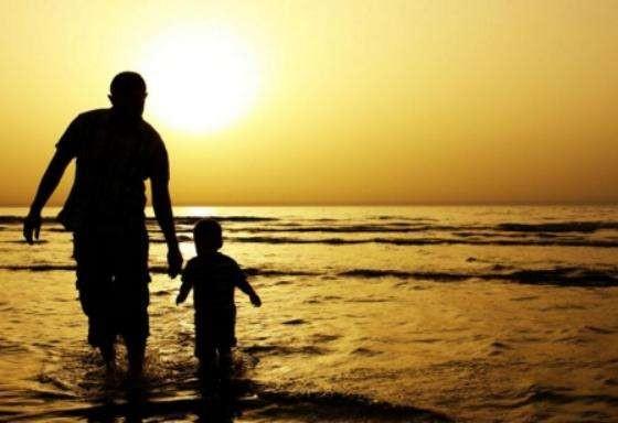 父亲节 复方阿胶浆守护父亲深沉的爱