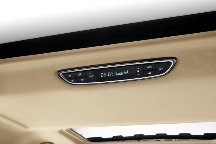 强悍的手机远程启动功能,也让我们这趟出行变得更便捷,想要体验只用一部手机,就能操控发动机、空调和后备箱开启的快感,那就来试试传祺GM8!以前出门自驾游,最怕的就是控制空调大小。温度调高了,老婆说小孩都热出汗了;温度调低了,太冷,老人家又受不了。传祺GM8彻底解决了这个老大难的问题,二排、三排拥有独立的空调出风口,再也不怕顾得娇妻女儿冷落了老娘。