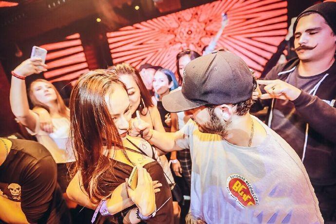 重庆CHAOS酒吧电音派对有趣吗,妹子多不多