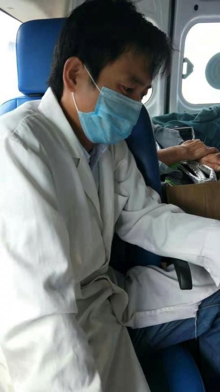 """河南固始县:""""黑救护车""""接运病人途中死亡,究竟该由谁管?"""