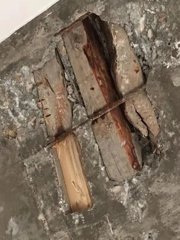 饶平:南信华府楼面现木头 业主们心惊惊