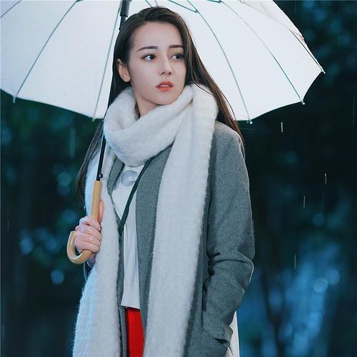 小围巾,大讲究!学时尚达人戴围巾,冬季做个温柔明媚的靓女子