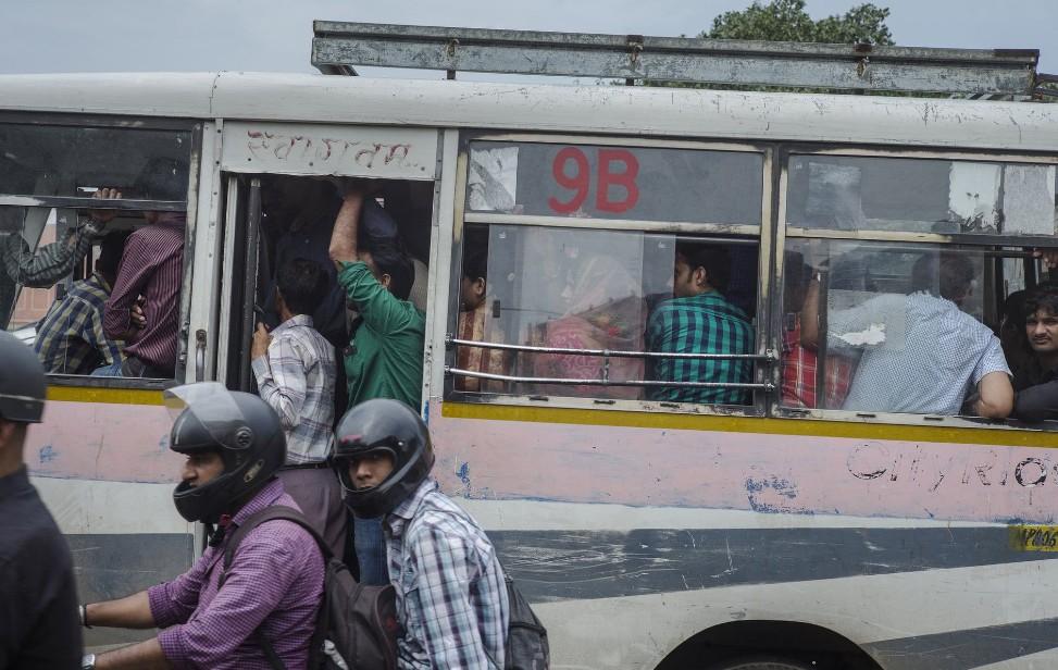 """除公交车外,印度这一项""""神技""""号称超越中国,令国人哭笑不得"""