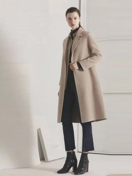 上班族长款大衣怎么穿 通勤款长款大衣如何内搭