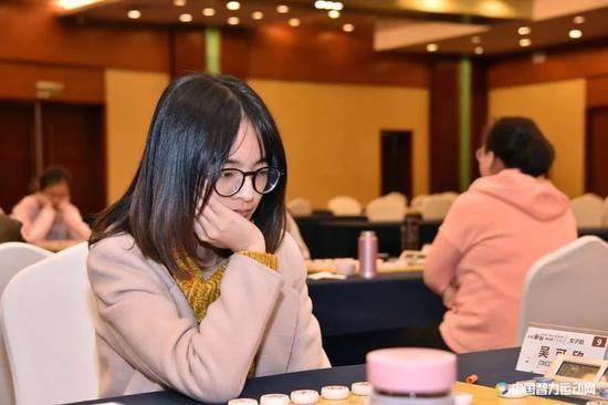 棋王葡萄酒杯个人女子组:唐丹击败队友6连胜