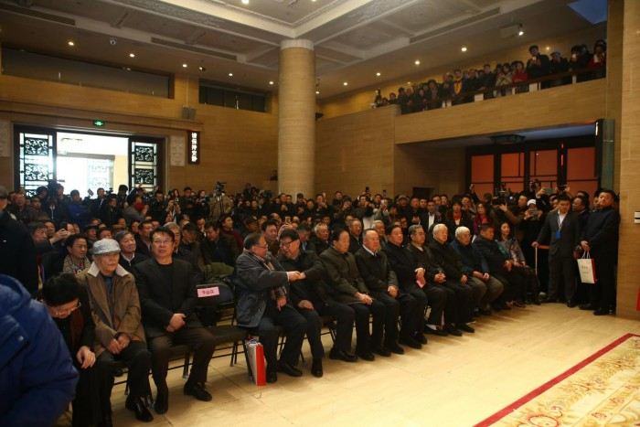"""""""东方红·中国情""""孟宪成艺术展空前盛况,观众流连忘返"""