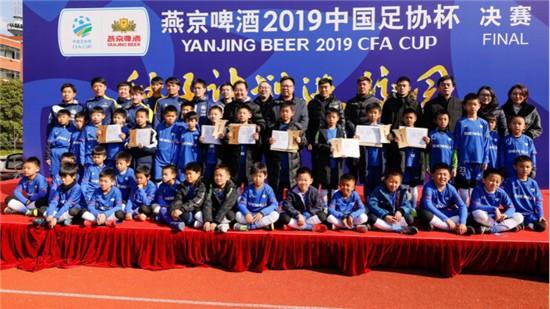 """小小球员蕴含大大能量 燕京啤酒""""种子计划""""上海公益行拉开序幕"""