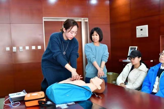 青岛国信双星俱乐部开展急救与心脏复苏培训