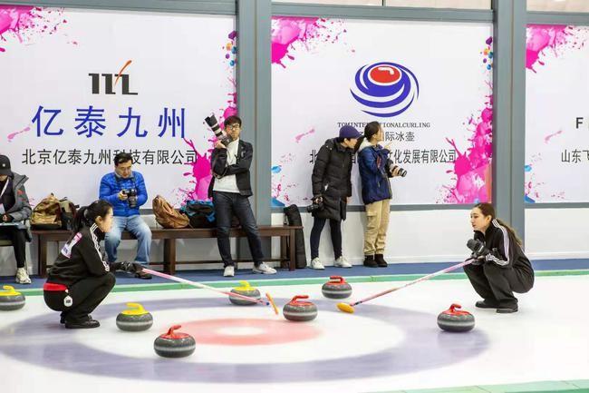 首届大学生冰壶赛圆满举行 科技助力成为一大亮点