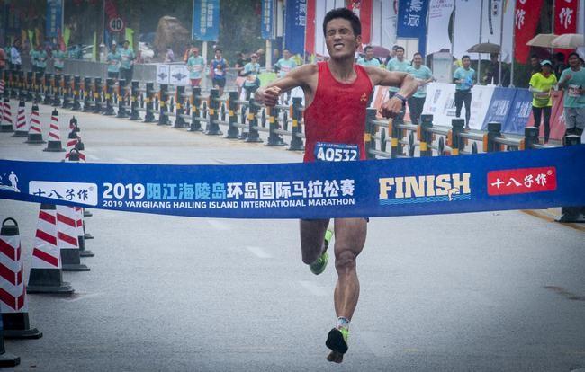 十八子作2019阳江海陵岛环岛国际马拉松在中国十大美丽海岛——阳江海陵岛开跑