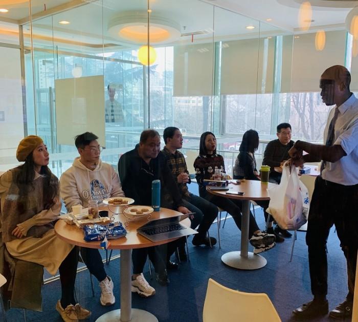 华尔街英语青岛中心举办VIP派对 让演讲更有深度