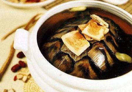 教你枸杞直接嚼着吃效果更好及养生汤—土茯苓眉豆猪骨汤做法