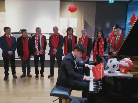 青年钢琴家陈启天为现场嘉宾奉上精彩演奏