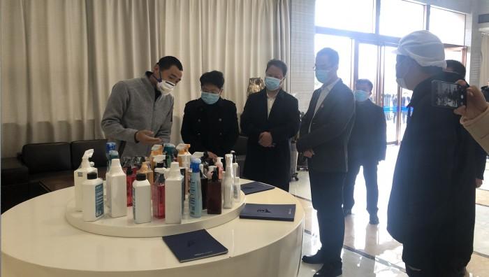 优露清战疫一线:西安副市长马鲜萍莅临指导消杀产品工作