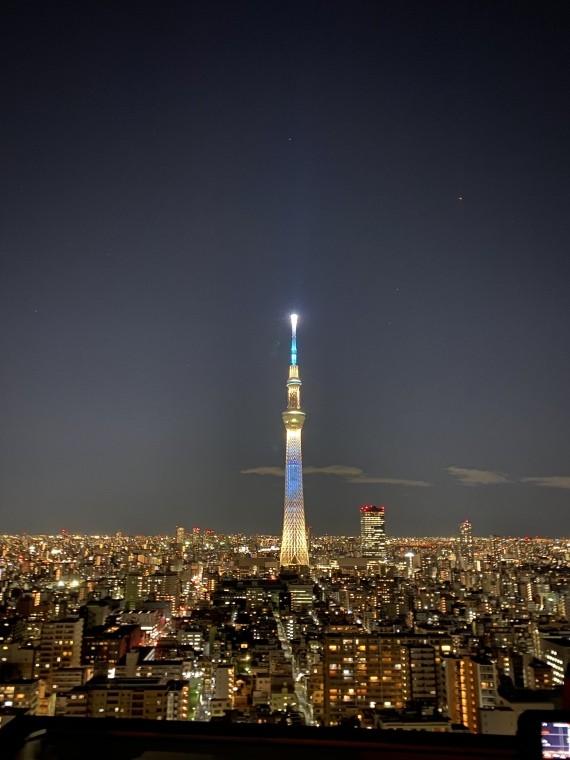 """东京地标晴空塔""""亮新""""迎接奥运会 吸引游客"""