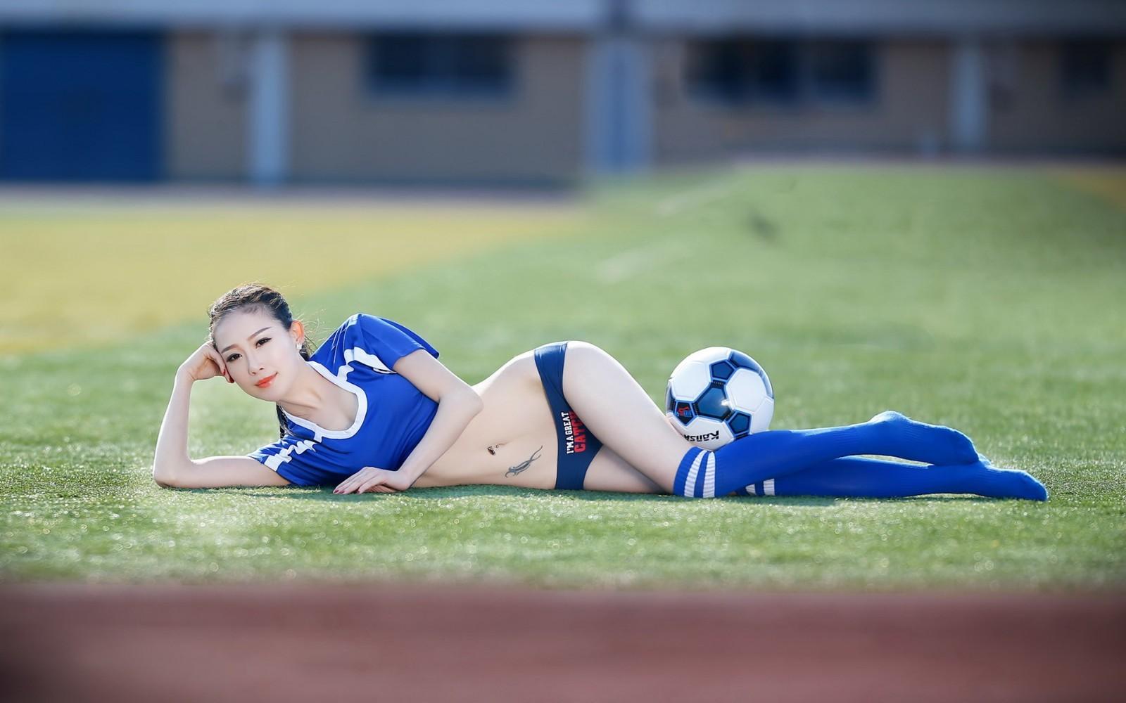 美女足球宝贝壁纸 性感火辣足球宝贝