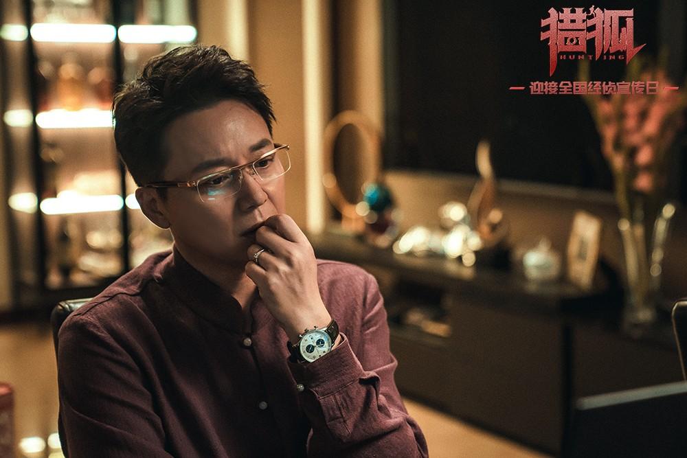 4、《猎狐》王柏林(刘奕君饰)退居幕后操控股市.jpg