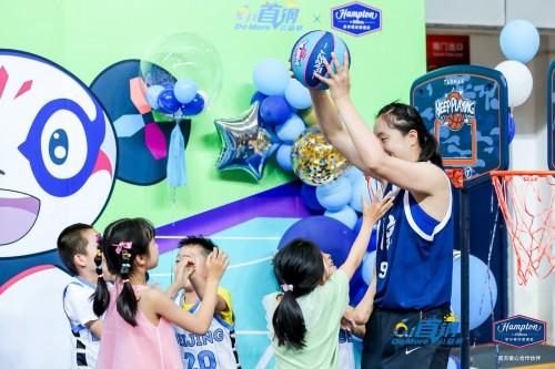 希尔顿欢朋与北京首钢联手 举办儿童节篮球公益赛