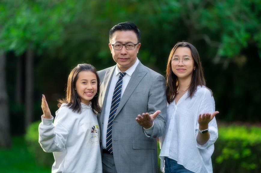 李阳的两个美国女儿成为第一批向世界讲论语的美国人