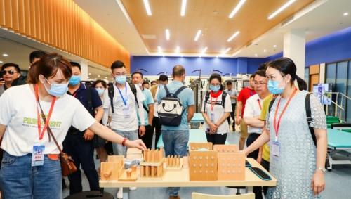 全国抗疫英雄和网络媒体走进博鳌一龄 见证传统中医与现代康复技术结合