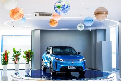 从首家新能源店开业,见证这家车企奔腾向上的身影