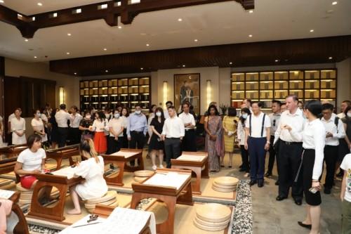 37國駐華使節組團到訪博鰲一齡