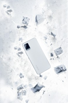 vivo S7月光白,纯白致简创造全新视觉体验