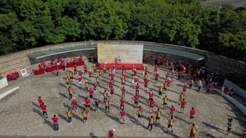 打卡深圳湾公园,这群小伙伴以悦跑为深圳庆生