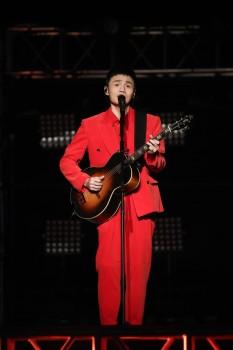 音乐鬼才李荣浩担任百丽国际集团代言人,向你发出追光邀约!