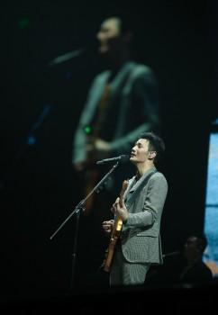 《【摩臣登陆地址】音乐鬼才李荣浩担任百丽国际集团代言人,向你发出追光邀约!》