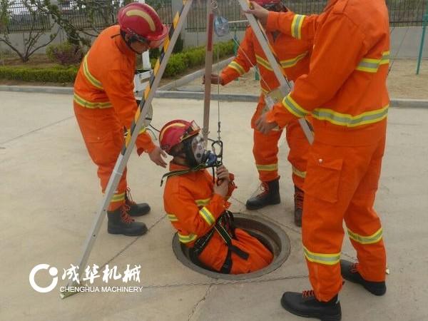 成华制造应邀为一救援站提供救援三脚架产品技能培训