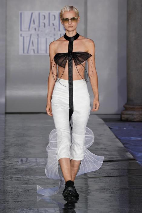 新生代独立设计师品牌KeqingXu亮相米兰时装周