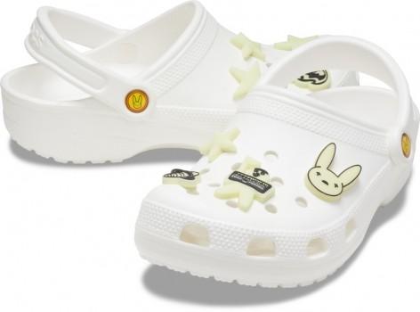 Crocs携手拉丁音乐人Bad Bunny推出限量联名