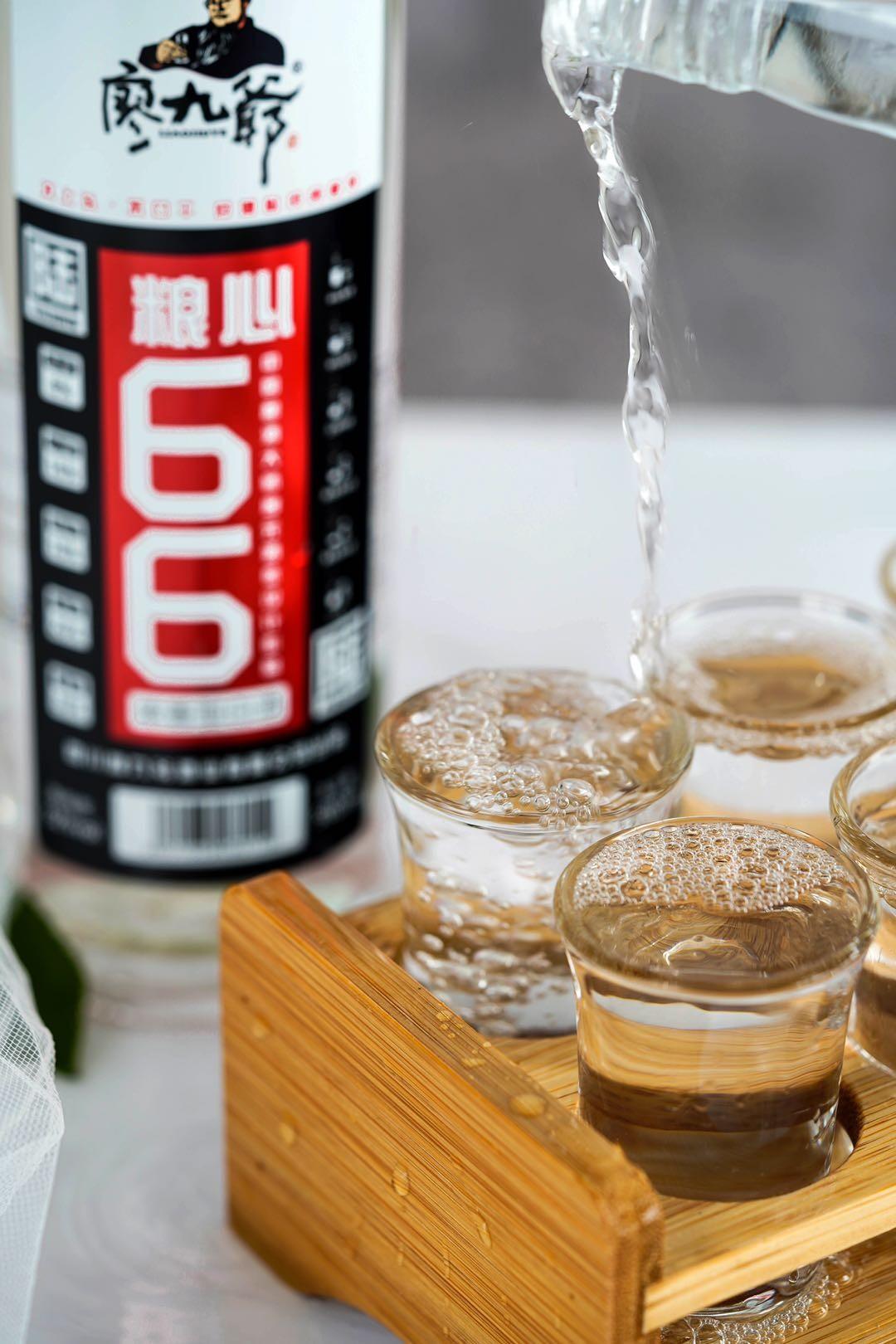 """廖九爷·粮心66光瓶酒:""""降维打击""""较劲为站稳,""""好看好喝""""诚信图未来"""