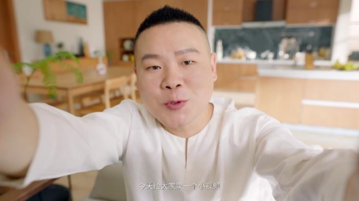 岳云鹏先后官宣两个代言,在家吃火锅PK到店喝鸡汤?