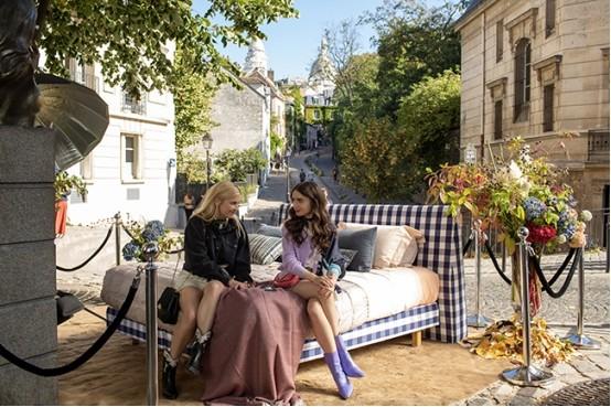 全球顶级床具品牌海丝腾,吸睛亮相热播美剧《艾米丽闯巴黎》
