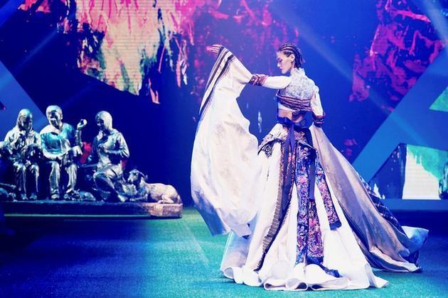 """绽放乡村振兴她力量!""""天才妈妈×东乡绣娘""""公益品牌亮相国际时装周"""