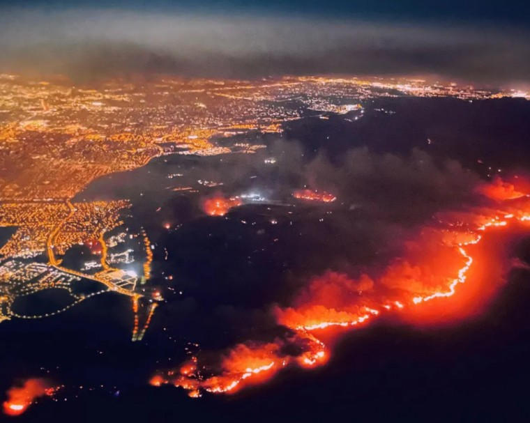 美加州大火逼近强生、赛诺根制药园区,7万人紧急撤离