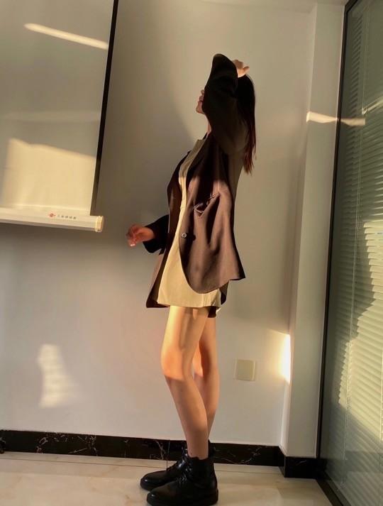 唐溪以又纯又欲,西装配短裙,又美又飒