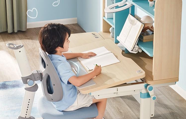 中小学生近视率半年增加12%!光明园迪学习桌化解近视风险