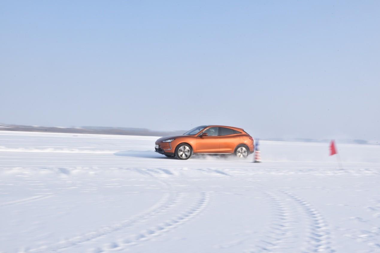 寒潮持续,赛力斯SF5出面解决电动车续航里程问题