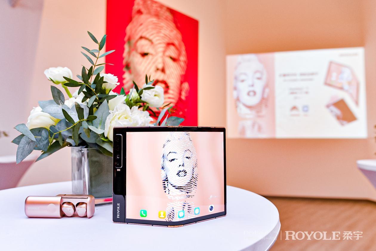 柔宇x手游家邹操创作全新作品:联名款FlexPai 2折叠屏手机限量上市