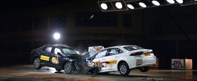 激烈的碰撞测试后,卡罗拉和速腾略显无奈,你高兴就好!