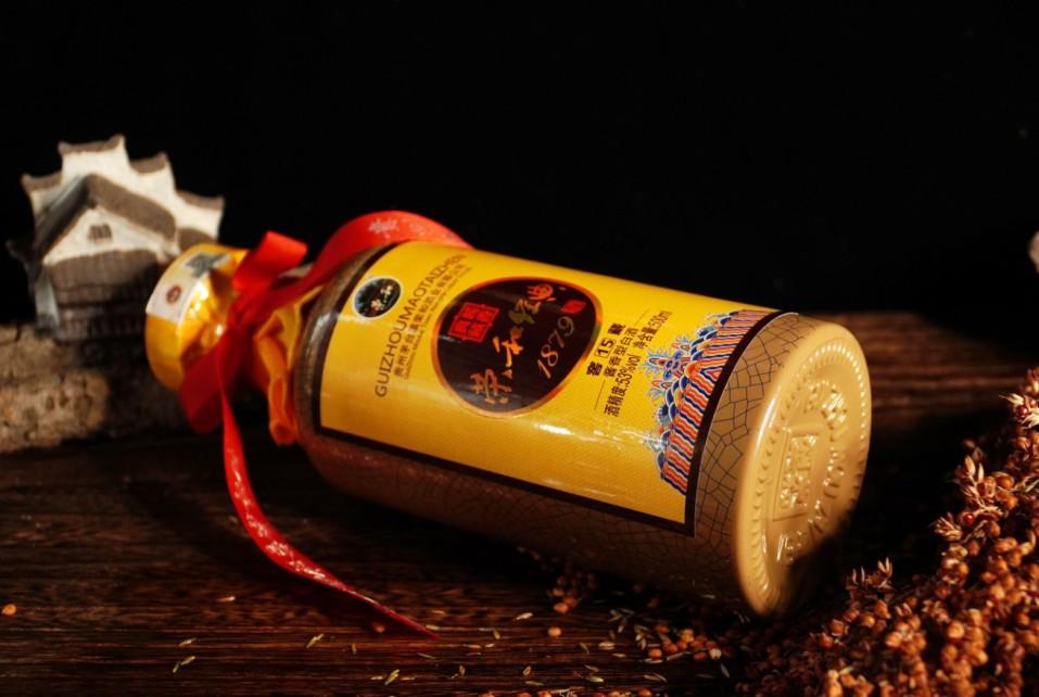 老酱酒如何品更好喝?荣和烧坊教你品味好酱酒。