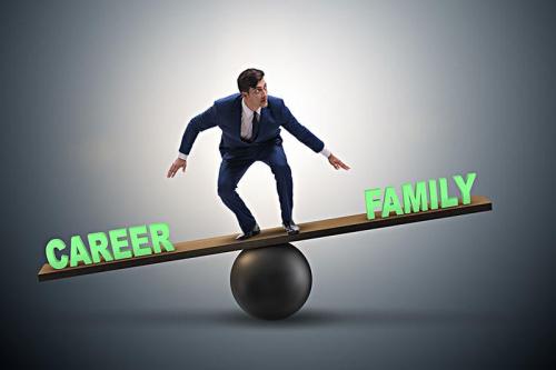 """男性的""""灵魂拷问""""来了:究竟如何平衡事业和家庭?"""