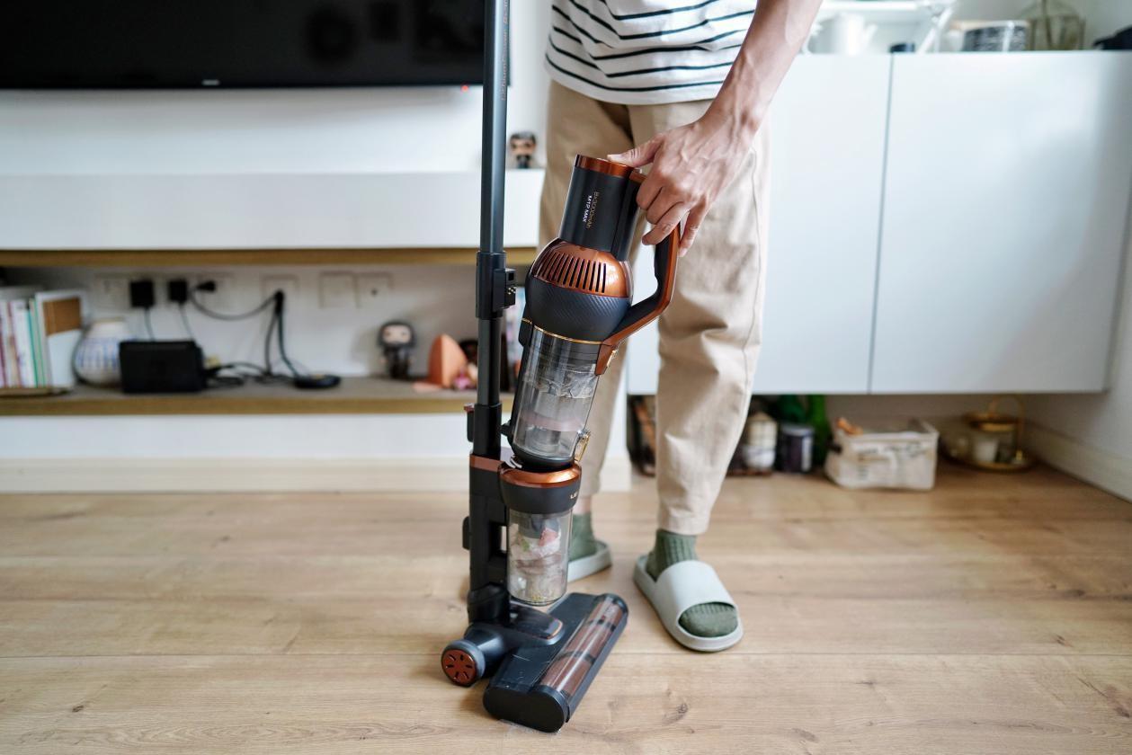 家务互相甩锅,纷争不断?莱克立式吸尘器M12MAX来化解矛盾