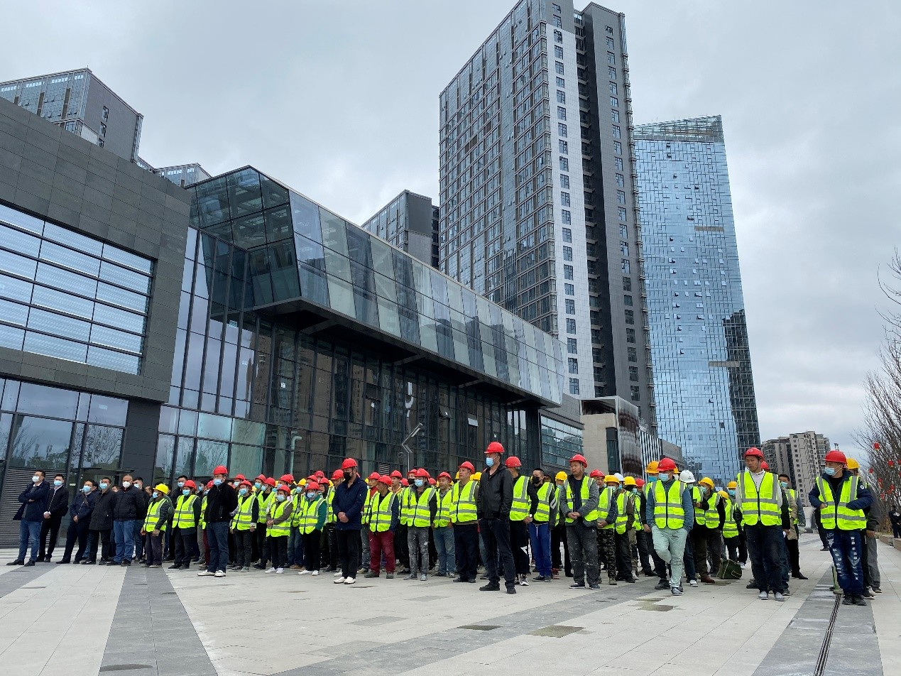 成华广场三期全面整改启动 首批逾百维修施工人员开工