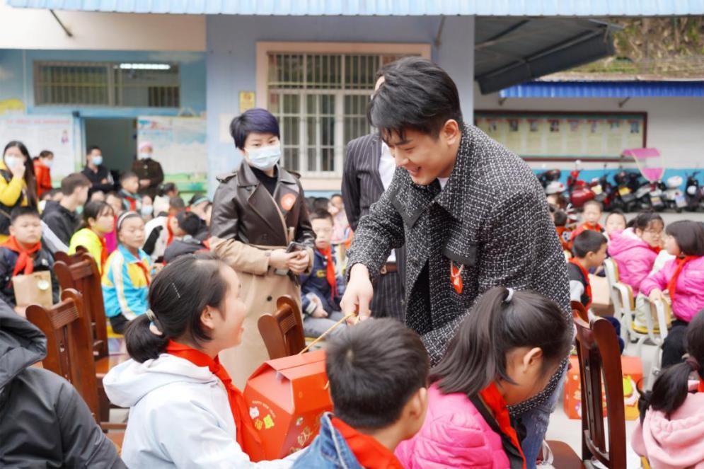 辛巴辛有志赴广西隆林特殊教育学校 心系孩子助力教育不能停