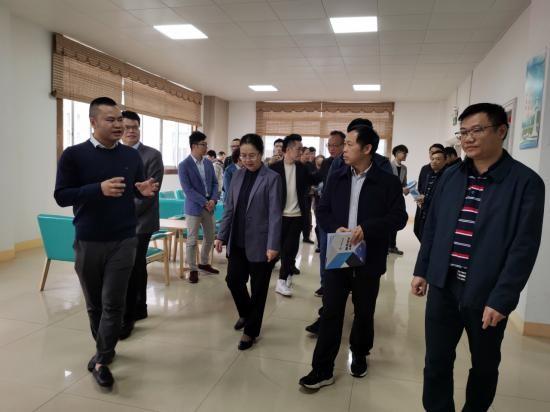 自治区财政厅党组成员、副厅长黄绪全、梧州市市长钟畅姿一行到宙斯科技考察调研
